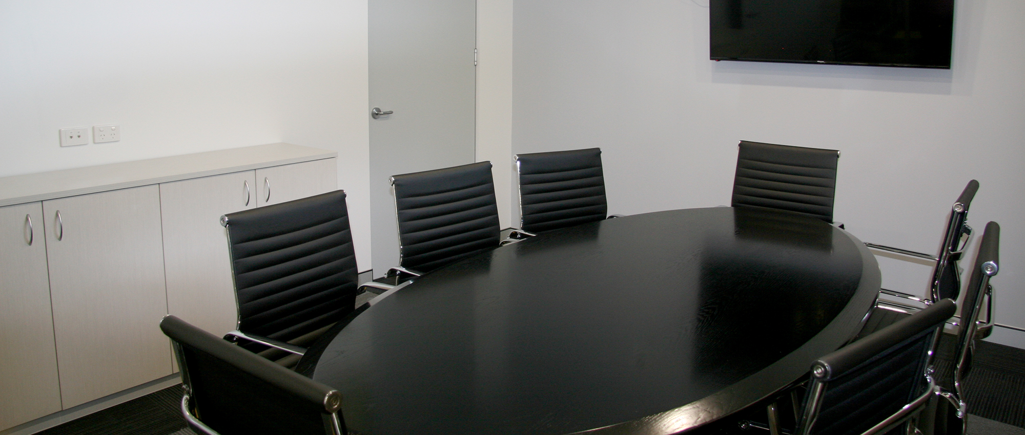 Office Plus Perth Meeting Room_meetingroom_meeting chair_ tv mount