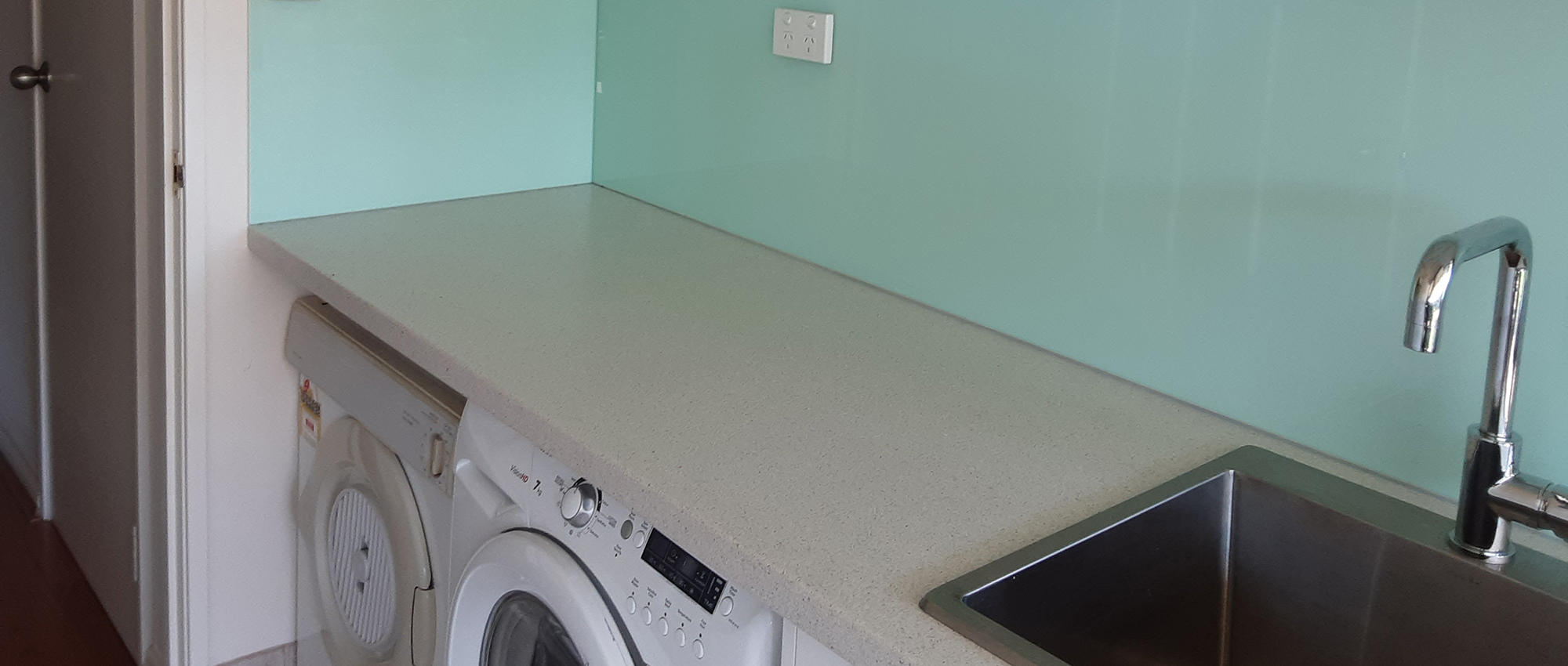 Office_Plus_Perth_Laundry_Renovation_maintenance_splashback
